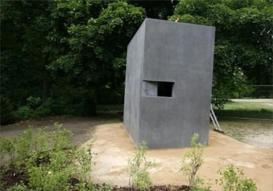http://andrejkoymasky.com/mem/holocaust/08/berl.jpg
